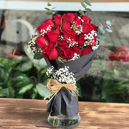 Siyah Ambalajlı Kırmızı Güller